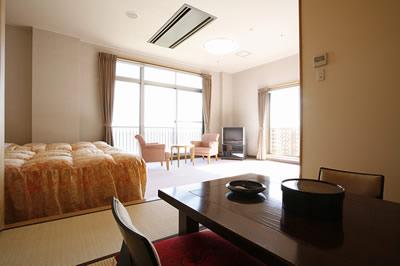 和洋室(桜)ベッド2床